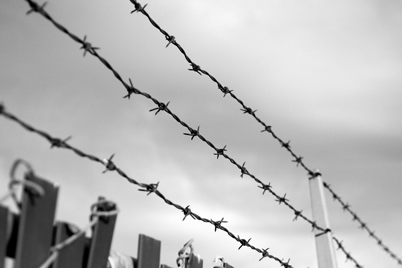 barbed_wire_fence_by_brime